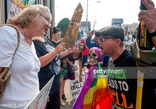 Confrontation between Kim Davis supporters and pro-homosexual protesters - See more at: http://kinsmanredeemer.com/archive/201509#sthash.GCCFEsUz.dpuf