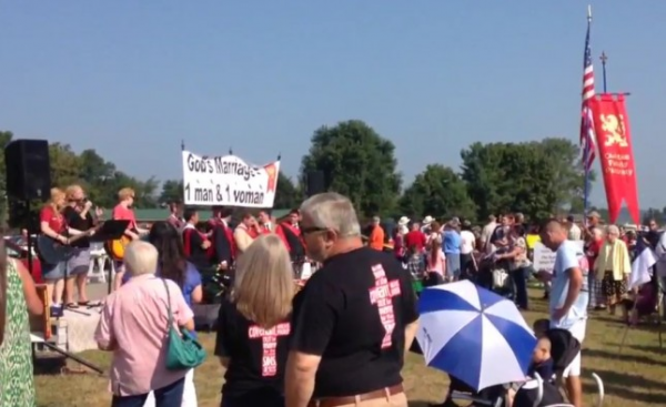 Another crowd shot at the Free Kim Davis Rally Sept 8, 2015 - See more at: http://kinsmanredeemer.com/archive/201509#sthash.GCCFEsUz.dpuf